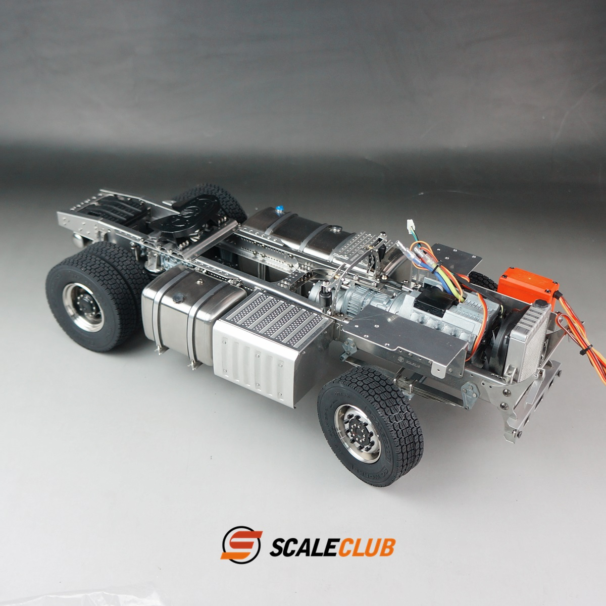 SCALECLUB  Benz ACTROS 3363/1851  Metal chassis