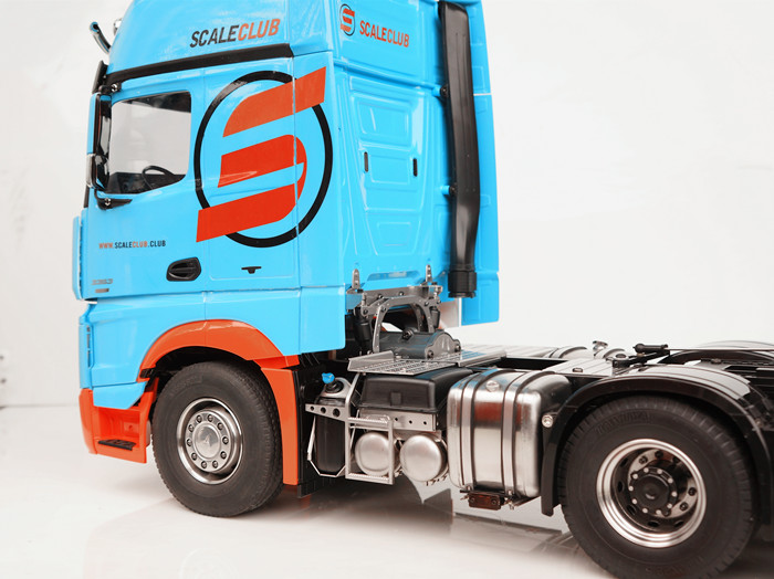SCALECLUB  Benz ACTROS 33631851  Two-sided metal simulation trim suit
