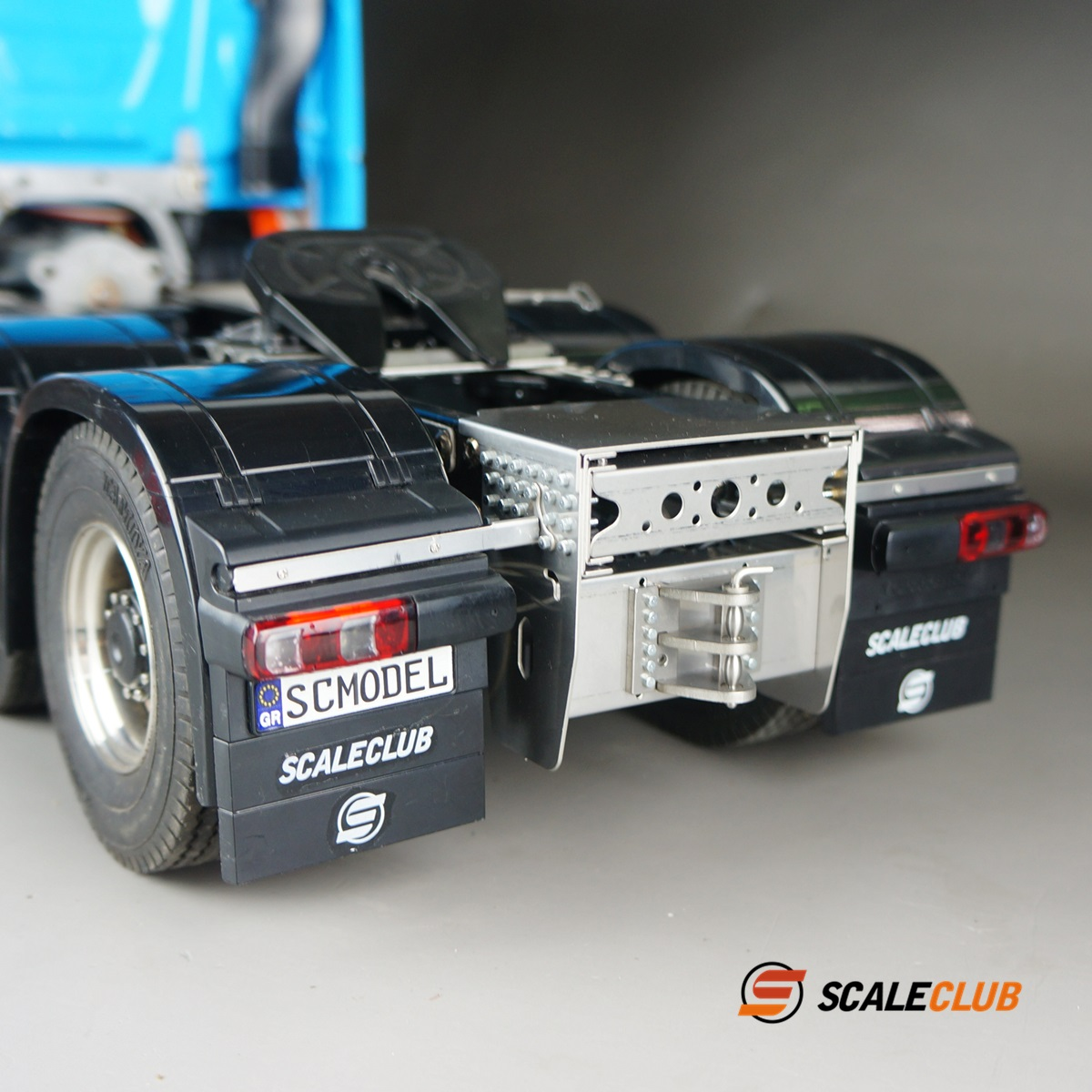 SCALECLUB  Benz ACTROS 3363/1851  Trailer coupler with rear tail beam